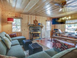 Cute cabin w/ private hot tub, less than a mile from Lake Tahoe! - South Lake Tahoe vacation rentals