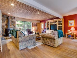 Spacious, dog-friendly retreat, right across the street from Lake Tahoe! - Carnelian Bay vacation rentals