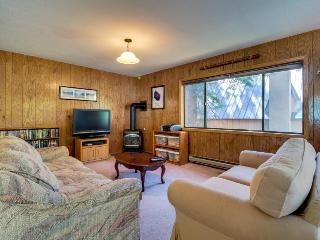 Fantastic dog-friendly Donner Lake home near w/ shared tennis court access - Truckee vacation rentals