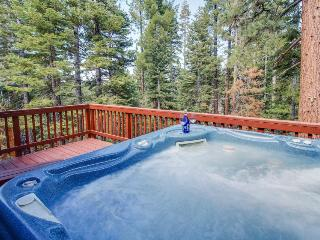 Cozy cabin close to Heavenly w/ hot tub and furnished deck - South Lake Tahoe vacation rentals