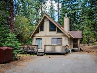 Cozy cabin in a quiet neighborhood; close to attractions - South Lake Tahoe vacation rentals
