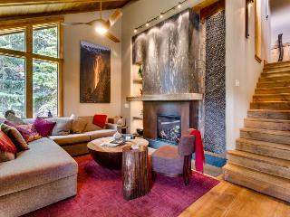 Elegant chalet in Alpine Meadows with a decorative indoor waterfall! - Alpine Meadows vacation rentals