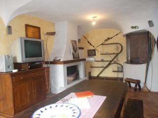 Bright 1 bedroom Townhouse in Dorgali with Internet Access - Dorgali vacation rentals
