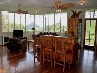 Wonderful 2 bedroom Noosa House with Balcony - Noosa vacation rentals