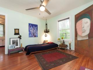 Beautiful Bungalow with Internet Access and Patio - Fort Lauderdale vacation rentals