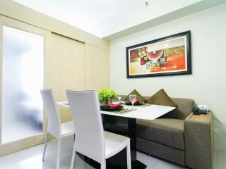 New & Cozy 1 BR Makati w/ Pool (C) - Makati vacation rentals