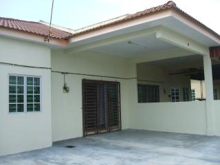 Bright 4 bedroom Simpang House with A/C - Simpang vacation rentals
