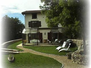 Gîte chic 2-10 pers. linge, pleine nature, confort - Vernet-la-Varenne vacation rentals
