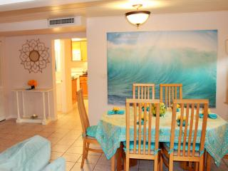 Sarasota Beach Cottage 2 Miles To Siesta Key! - Sarasota vacation rentals