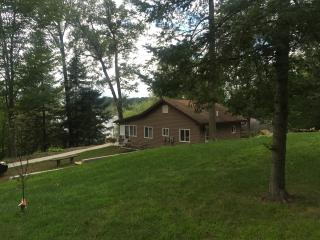 Cozy Cottage In The Pinckney Recreation Area - Gregory vacation rentals