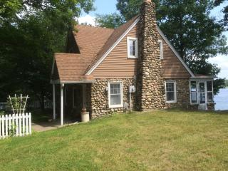 Stone Cottage on Green Lake, Caledonia Michigan - Caledonia vacation rentals
