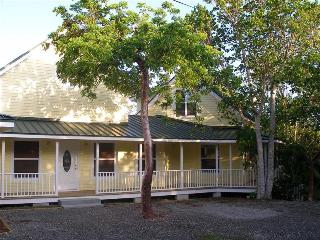 Nice 1 bedroom Bodden Town Condo with Deck - Bodden Town vacation rentals