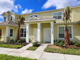 3 Bed Townhome with Private Pool (1523-RETREAT) - Orlando vacation rentals