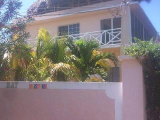 7 bedroom Guest house with Deck in Treasure Beach - Treasure Beach vacation rentals
