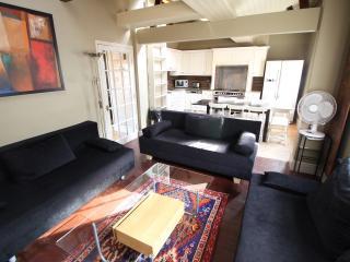 4 Bedroom Covent Garden Apartment - Sleeps 12 (LGA - London vacation rentals