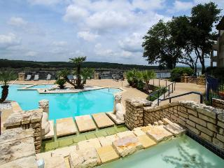 Ground-floor condo with lake views, shared pools & hot tubs - Lago Vista vacation rentals