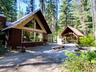 Cozy, secluded family-friendly cabin w/ private hot tub & game room - Plain vacation rentals
