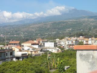 Appartamento vista Etna e Taormina - Fiumefreddo di Sicilia vacation rentals