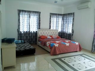 Mukmin Homestay Rapat Setia Baru Ipoh - Kampung Kepayang vacation rentals