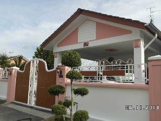3 bedroom Condo with DVD Player in Taman Molek - Taman Molek vacation rentals