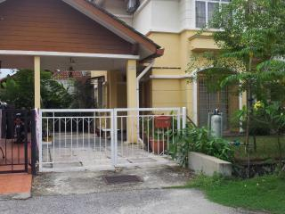 Nice House with Satellite Or Cable TV and Parking - Kapar vacation rentals