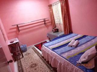 3 bedroom House with Satellite Or Cable TV in Sri Kembangan - Sri Kembangan vacation rentals
