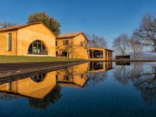 Beautifully restored 5 bedroom farmhouse - Castel Ritaldi vacation rentals