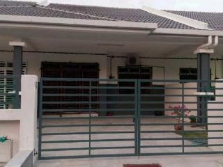 Bright 4 bedroom Kampung Sungai Manggis House with Washing Machine - Kampung Sungai Manggis vacation rentals