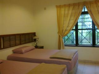 Bright 4 bedroom House in Ayer Keroh with DVD Player - Ayer Keroh vacation rentals
