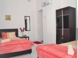 4 bedroom House with Iron in Ayer Keroh - Ayer Keroh vacation rentals