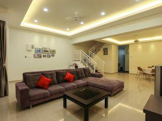 Spacious 4 bedroom Vacation Rental in Ayer Keroh - Ayer Keroh vacation rentals