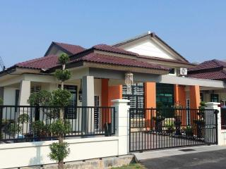 Bright Condo in Malaysia with Parking, sleeps 8 - Malaysia vacation rentals