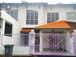 Comfortable 5 bedroom House in Ayer Keroh - Ayer Keroh vacation rentals