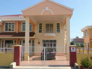Homestay Melaka Executive Bukit Serindit (for Muslim & Vegetarian) - Klebang Kechil vacation rentals