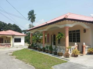 Bonda Homestay Pengkalan Balak ( MUSLIM ONLY ) - Kuala Sungai Baru vacation rentals