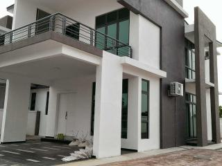 Homestay Melaka Ayer Keroh (for Muslim) - Ayer Keroh vacation rentals