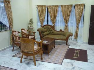 Bright 3 bedroom Ayer Keroh House with Internet Access - Ayer Keroh vacation rentals