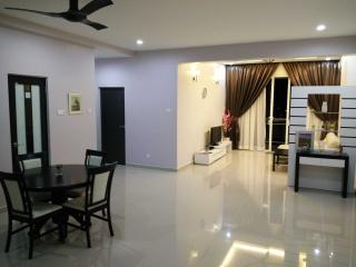 Perfect 4 bedroom Condo in Air Itam with Balcony - Air Itam vacation rentals