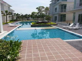 Comfortable 5 bedroom Condo in Bukit Mertajam with Balcony - Bukit Mertajam vacation rentals
