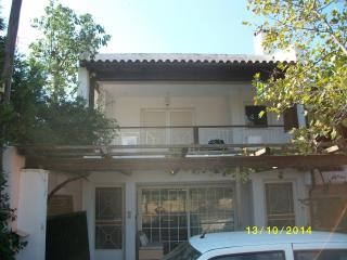 1st floor airy house quiet area,2 km from beaches - Vari vacation rentals