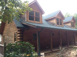 Gorgeous House with Deck and Internet Access - Pelham vacation rentals