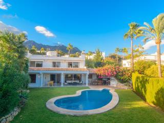 Altos Reales villa with garden, pool, WiFi and BBQ - Marbella vacation rentals