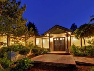 Gorgeous 5-bedroom Large Home With Rainier Views - Seattle vacation rentals