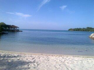 Turquoise Sands,on the beach, ocean view, wifi - Negril vacation rentals