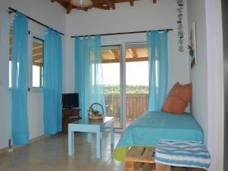 Cozy 2 bedroom Koroni House with Internet Access - Koroni vacation rentals