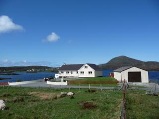 Bright 5 bedroom House in Leverburgh with Deck - Leverburgh vacation rentals