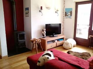 Bright 2 bedroom Le Grand-Bornand Apartment with Television - Le Grand-Bornand vacation rentals