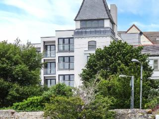 THE MOORINGS, second floor apartment with sea views, Juliet balcony, WiFi, near beach, in Deganwy, Ref 913363 - Deganwy vacation rentals
