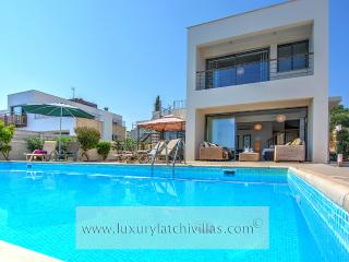 Beautiful 3 bedroom Villa in Neo Chorion - Neo Chorion vacation rentals