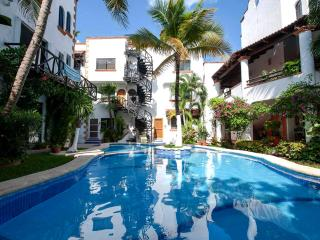 Well situated 1-bdr condo, 1,5 block from Mamitas! - Playa del Carmen vacation rentals